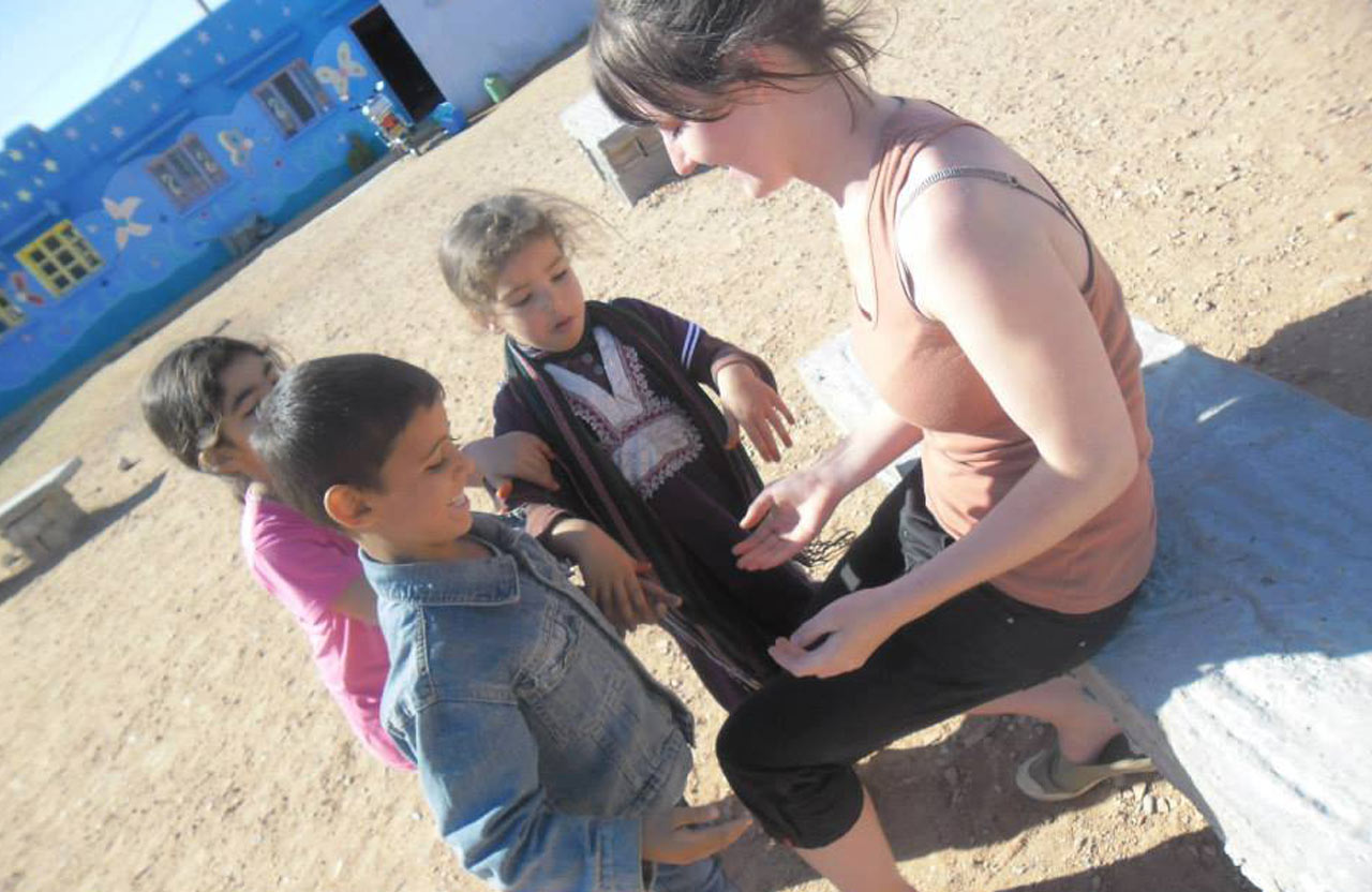 Sarah une bénévole Française auprés des écoliers en milieu rural