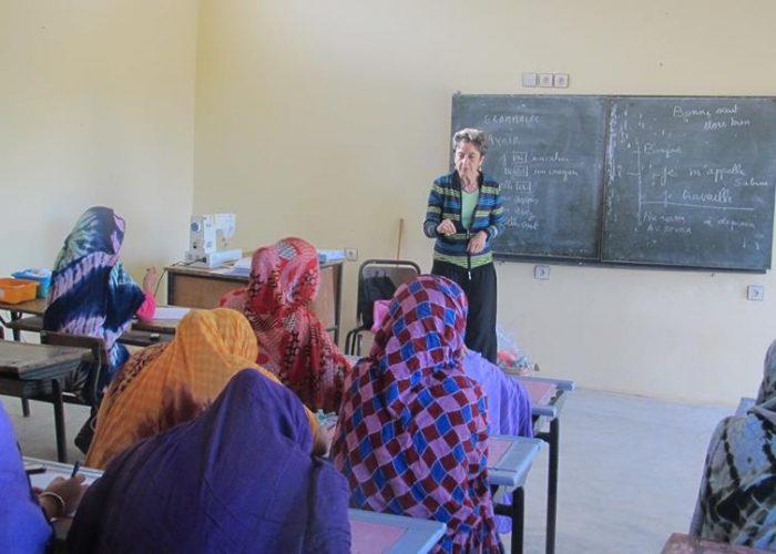 Des cours de français sont enseignées aux femmes rurales qui souhaitent apprendre la langue