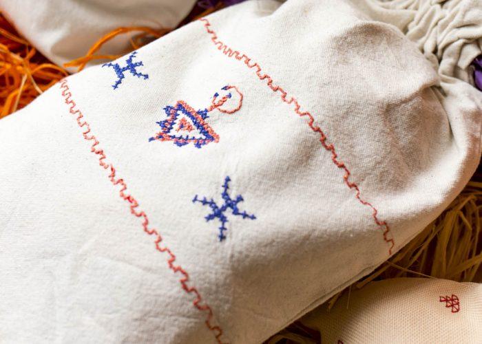 Les sacs mettent en avant la culture berbère