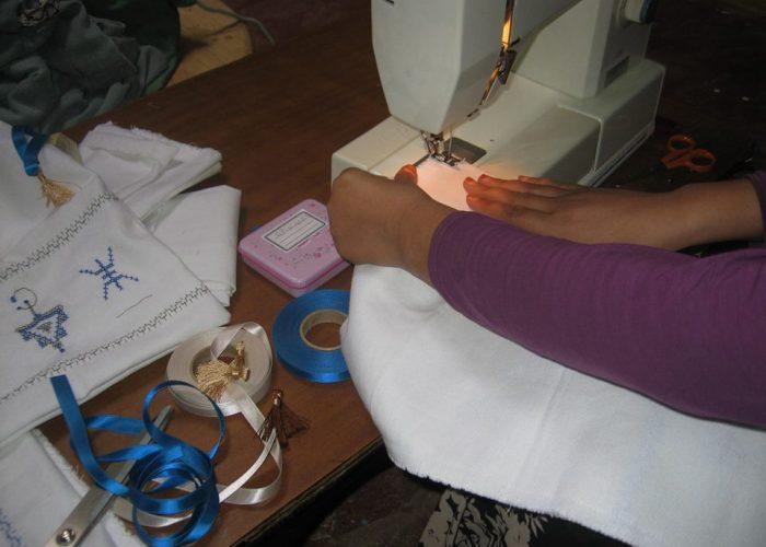 Les femmes marocaines apprennent à maitriser la machine à coudre
